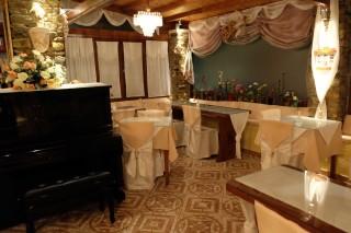 Breakfast salon voreades piano