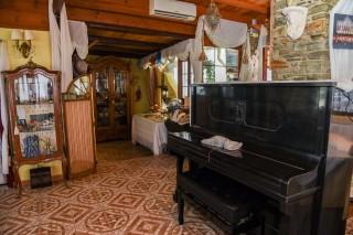 Breakfast salon voreades vintage