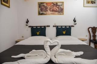 accommodation voreades bed decoration
