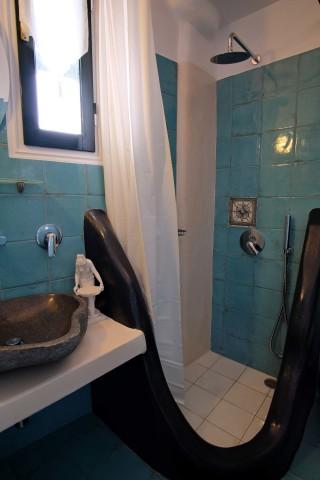 accommodation voreades hotel bathroom-05