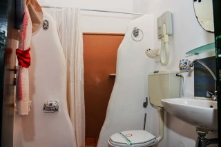 accommodation voreades shower