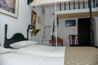accommodation voreades twin beds