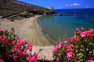 location voreades tinos sandy beach